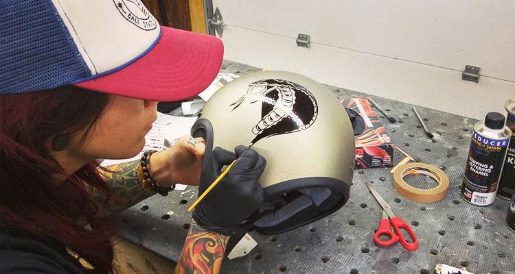 Comment peindre casque moto